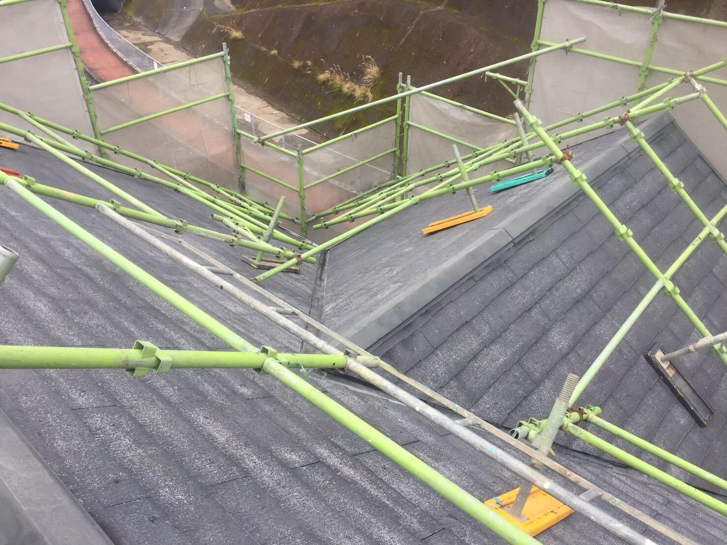 屋根の色が剥げてきている。